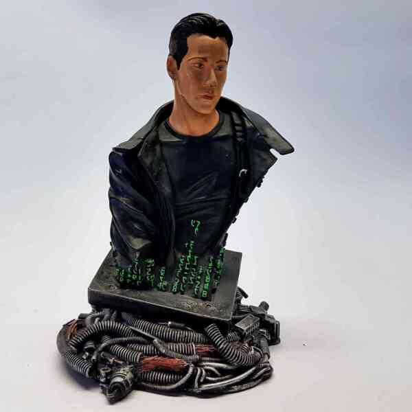 Kolekcionarska-figura-Neo-Matrix-2