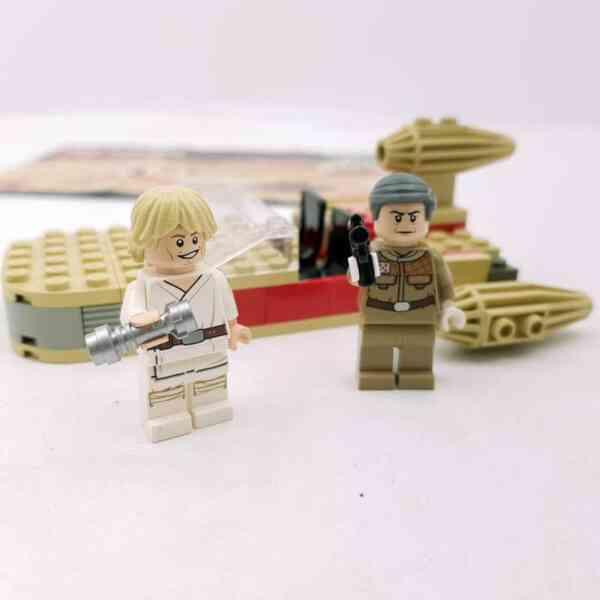Lego-systerm-Star-Wars-7110-Landspeeder-1