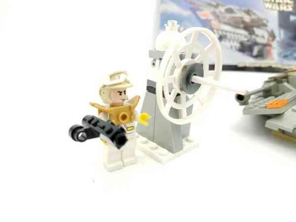 Lego-systerm-Star-Wars-7130-Snowspeeder-4
