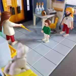 Playmobil-veterinarska-stanica-1