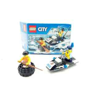 Lego City 6000 policajac na ski jetu i lopov u gumi (1)