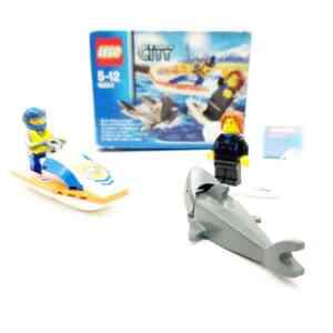 Lego City 60011 spasilac na jet ski surfer i ajkula (1)