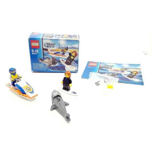 Lego City 60042 policajac na motoru i lopov (1)