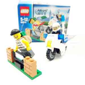 Lego City 60042 policajac na motoru i lopov