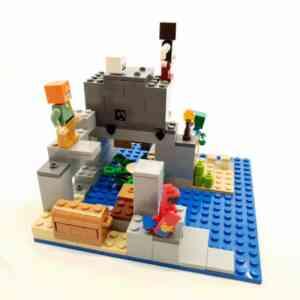 Lego Minecraft set (3)