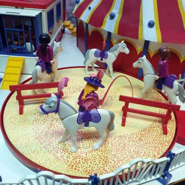 Playmobil cirkus 9 setova (8)