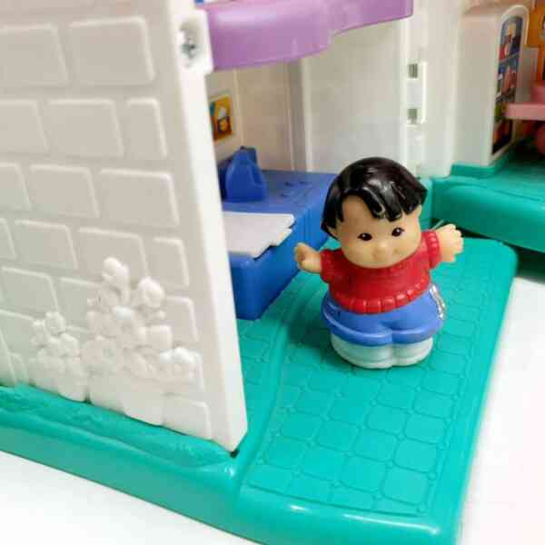 Kuća Little People Fisher Price (6)