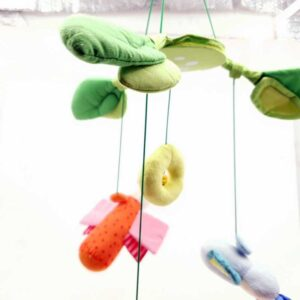 Plišana igračka vrteška za krevetić za bebe (1)