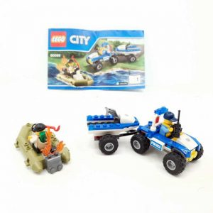 Lego set policajac na kvadu i lopov u čamcu (1)