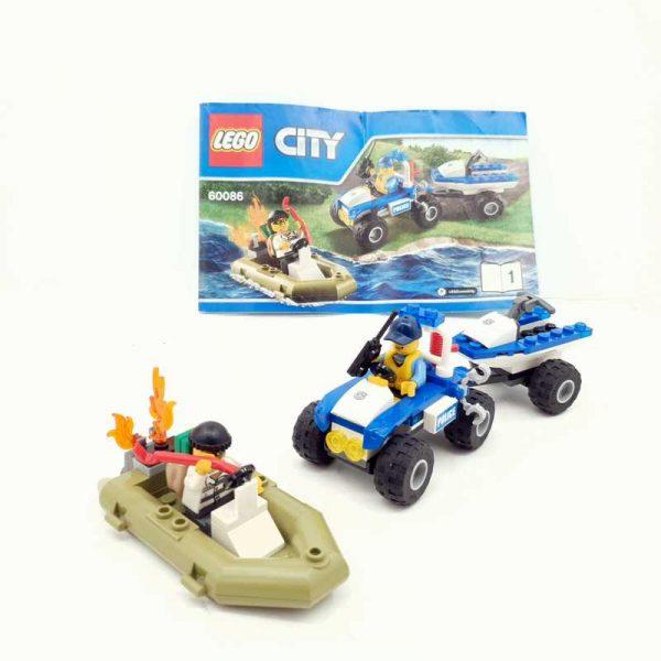 Lego set policajac na kvadu i lopov u čamcu (2)