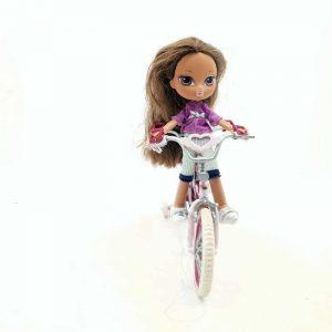 Bratz lutkica na biciklu (2)