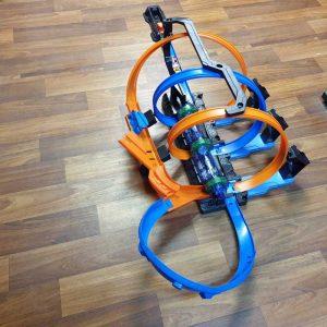 Staza za autiće na baterije Hot Wheels Corkscrew Crash (3)
