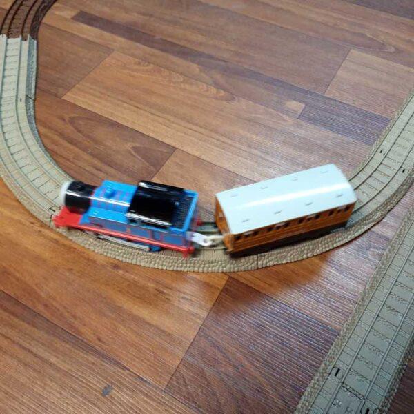 Voz Thomas i prijatelji sa prugom na baterije (5)