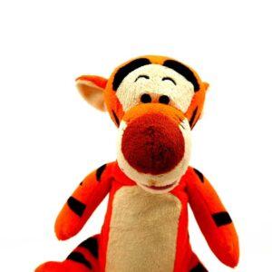 Tigar Tiger Vini Pu skače, priča i peva na engleskom (3)