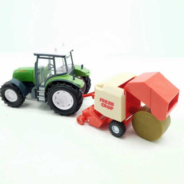 Traktor sa skupljačem sena
