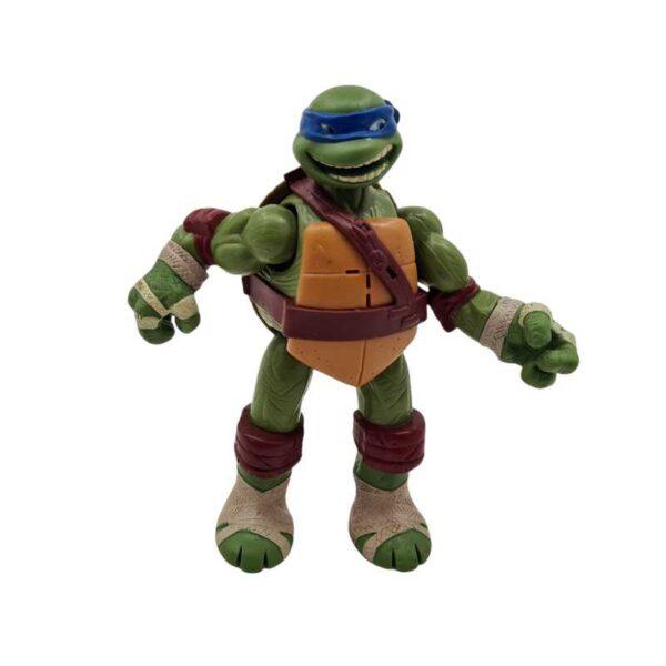 Akciona figura Nindža kornjača Leonardo priča kad pomera noge (2)