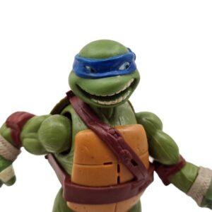 Akciona figura Nindža kornjača Leonardo priča kad pomera noge (3)