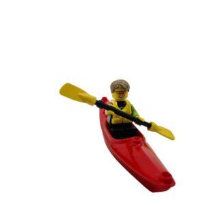 Lego mini set čovek u kanuu na plaži (3)