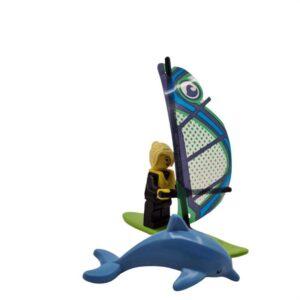 Lego mini set surferka sa delfinom na plaži (1)